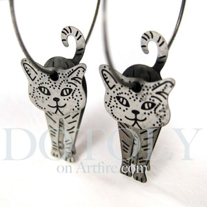 3D Kitty Cat Animal Hoop Dangle Earrings in Silver