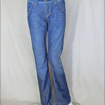 Yanük Medium Wash Jeans