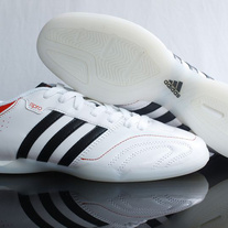 Kaka_20adidas_2011pro_20ic_20soccer_20boots-white_20black_medium