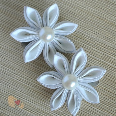 White Silver Kanzashi Flower Hairclips