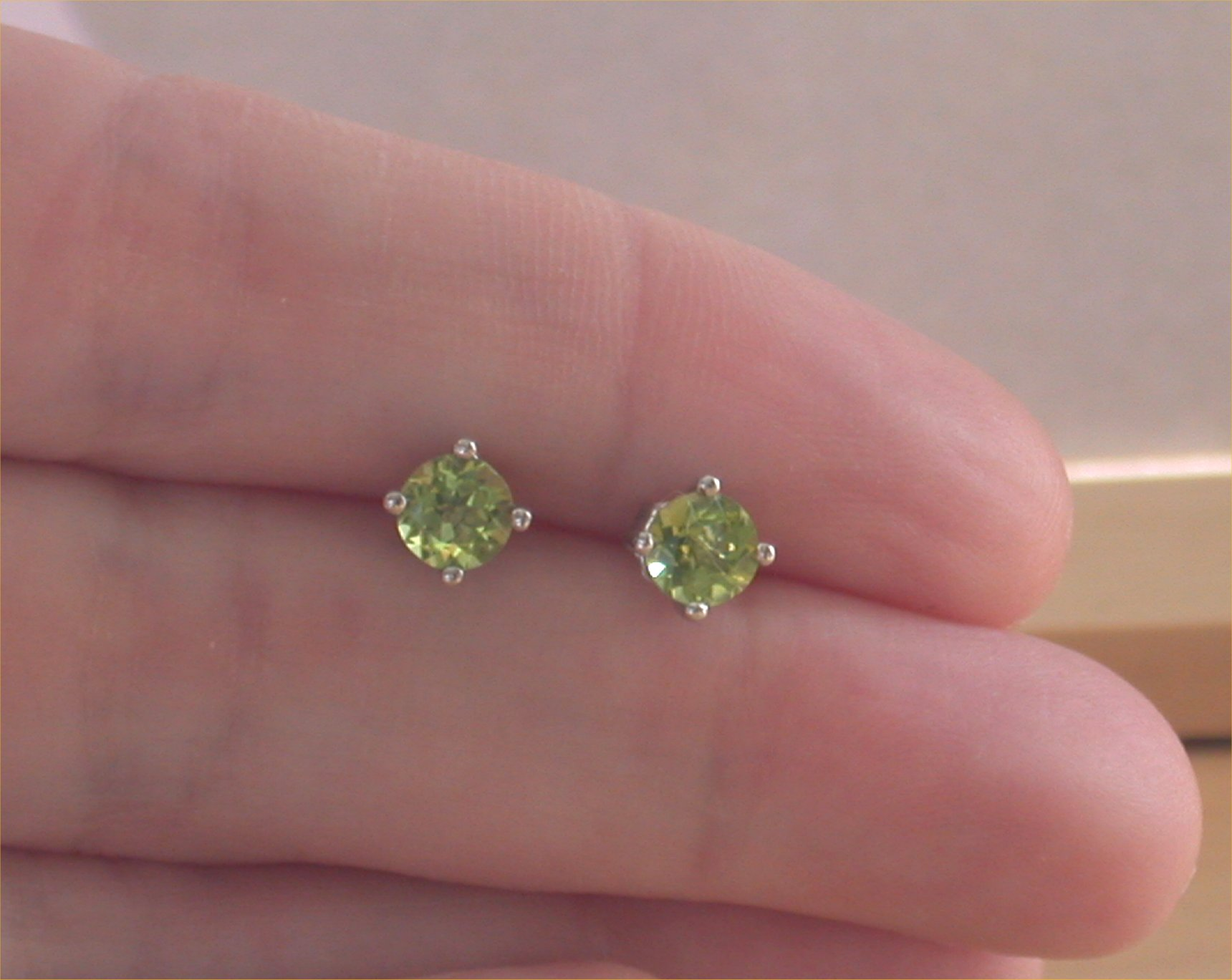 green round silver earrings product faceted parrot peridot stud genuine sterling