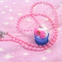 pink strawberry bow white ice cream sundae pearl garland necklace