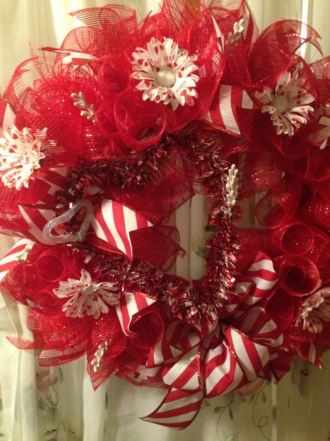Red Deco Mesh Wreath Heart Tipped White Flowers Striped
