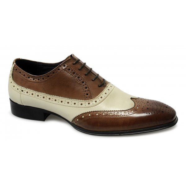How to Wear Men's Brogues Brogues are a great way to spruce up your dress shoes whilst adding a bit of classic British culture. Black and dark brown styles work for times when you need to look sharp.