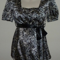 Silver/Black Short Sleeve Top with Ribbon Tie-Duo Maternity Size Large  CL413