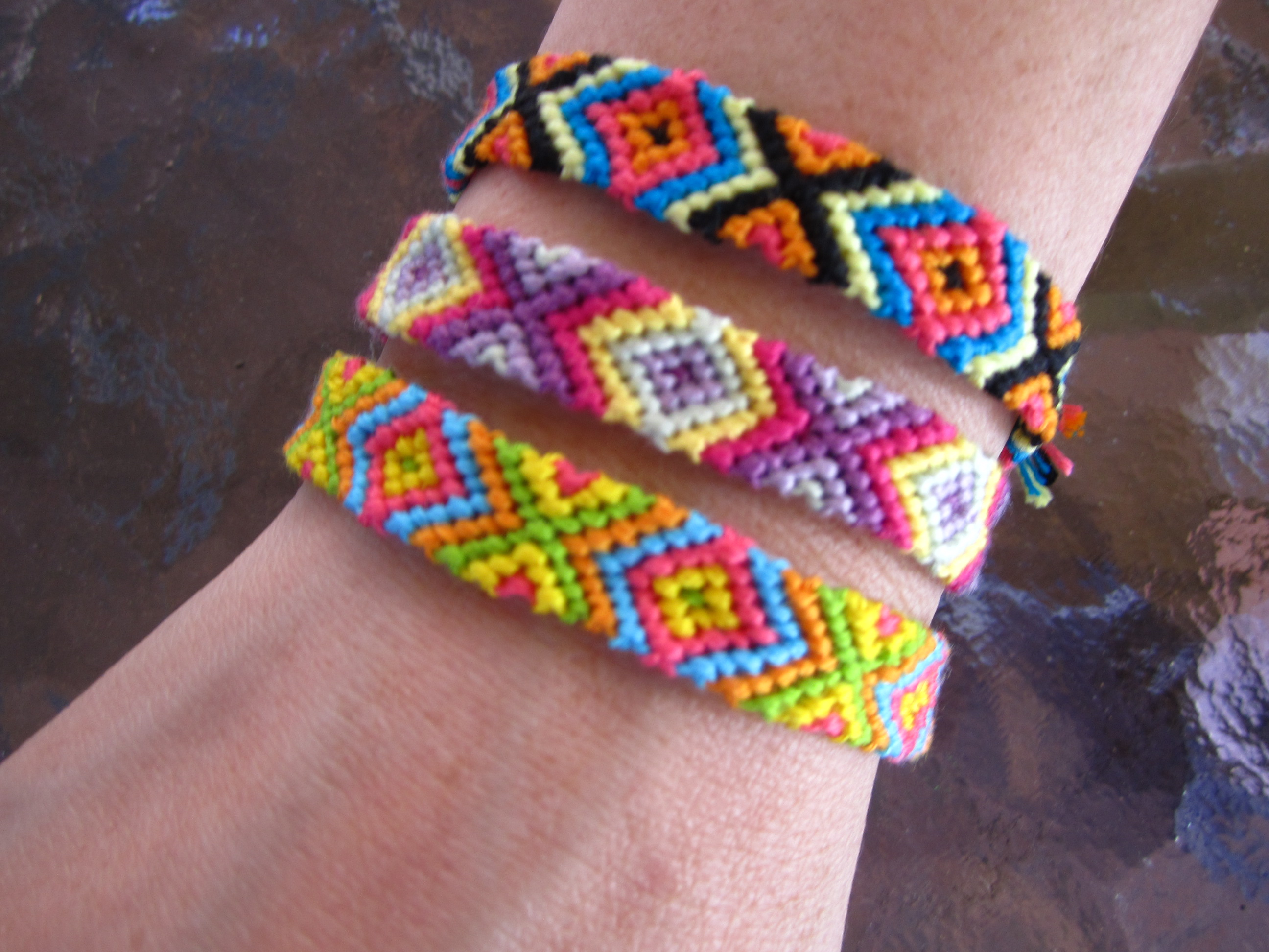 color pin diamond overlapping friendship bracelet pattern geometric three fencing