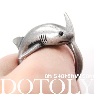3D Shark Sea Animal Hug Wrap Ring in Silver - Sizes 5 to 10