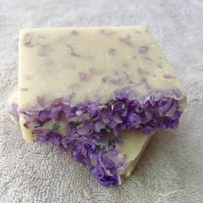 Lavender kisses goats milk soap