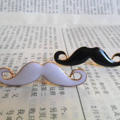Mustache dust plug/ pluggy