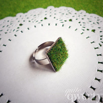 Lush Green Grass Ring (Square)