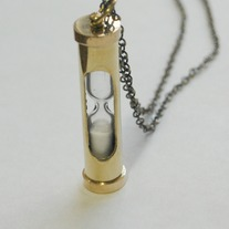 Sand timer necklace - Thumbnail 1