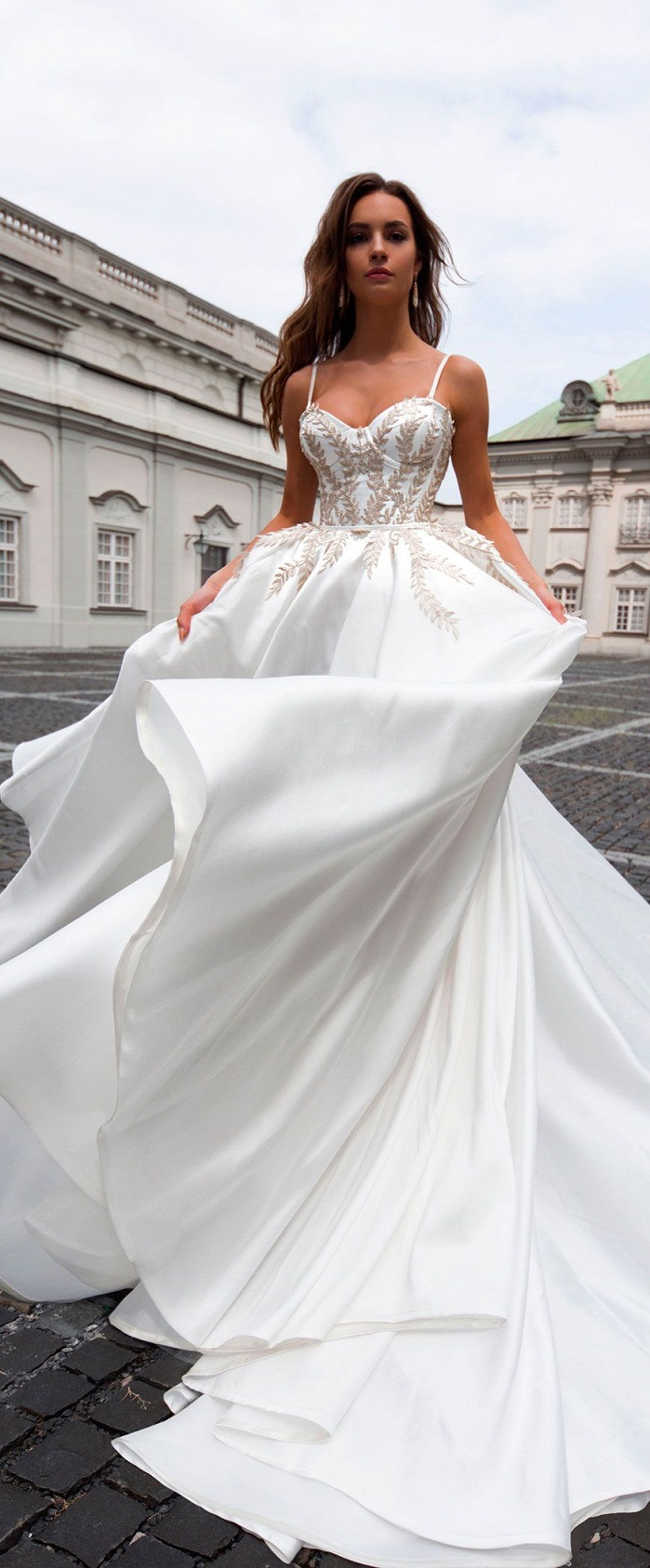 Ball Gown Spaghetti Straps Wedding Dresses with Gold Appliques Puffy ...