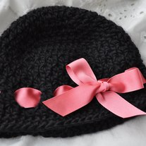 Crochet_baby_hat_ribbon_medium