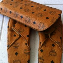 AUTH *MCM* - SLIPPERS with CASE in cognac