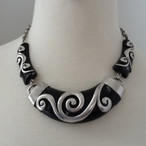Detailed Ebony Necklace Set