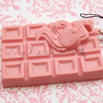 Squishy Cracking Strawberry Chocolate Bar