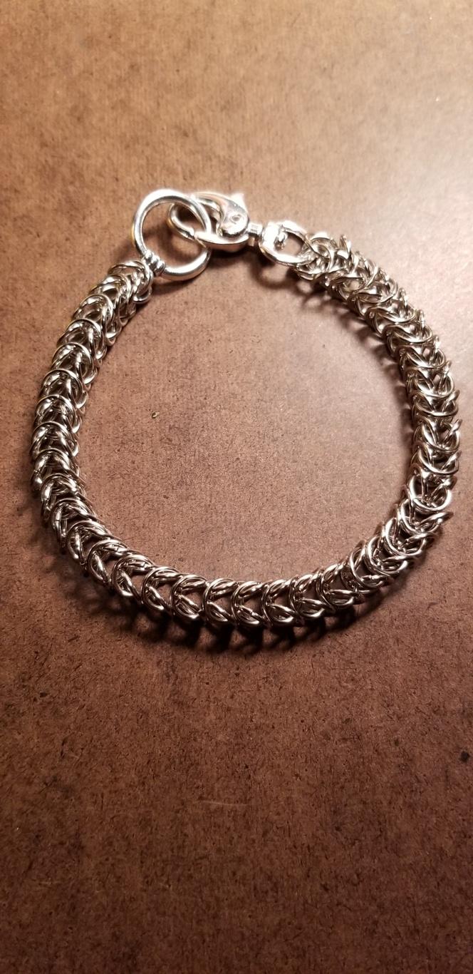 edd3e39bf5868 Bold Hand Linked Chain Bracelet