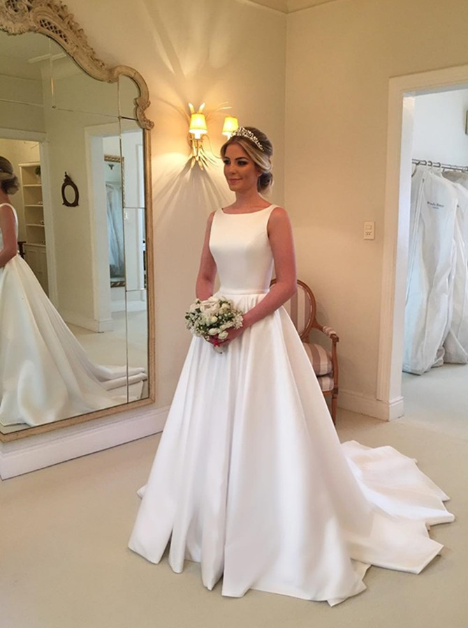 1de391a296a7 Modest White Wedding Dresses Backless Ball Gown Wedding Dress with Bowknot  ,Sexy Open Back Bridal