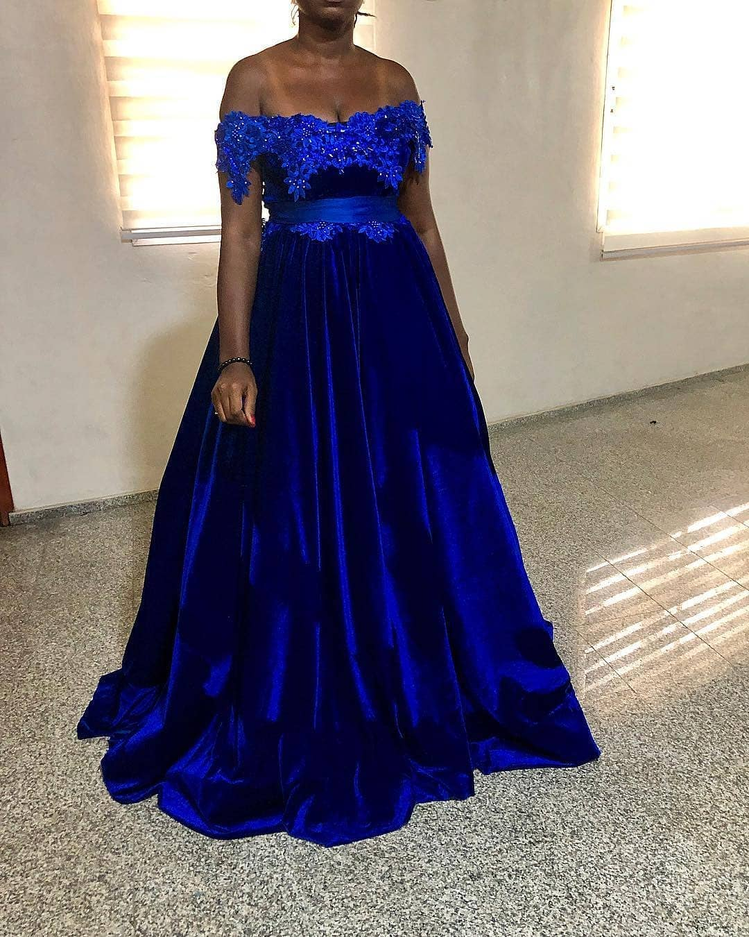 Royal Blue Prom Dress Off Shoulder Lace Appliques Beaded Velvet Plus Size  African Formal Evening Dresses Custom Sweep Train Party Gowns from better4u